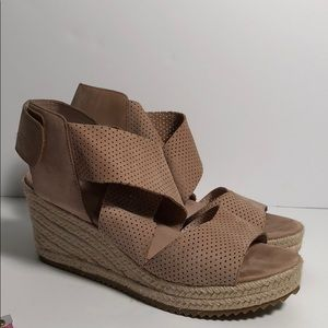 Eileen Fisher size 7 perforated Nubuck sandal